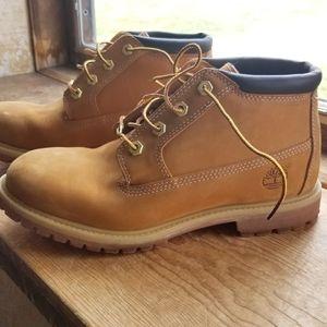 NWOT Womens Timberland Nellie Chukka Boots 9M